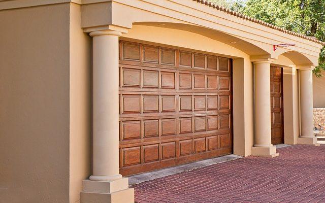 Společnost LOMAX nabízí garážová vrata