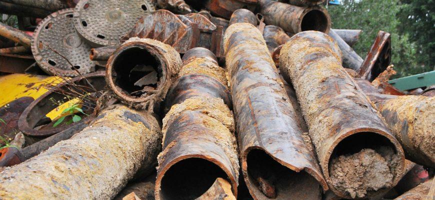 Scrap Iron Metal Pipes Iron Steel  - PublicDomainPictures / Pixabay