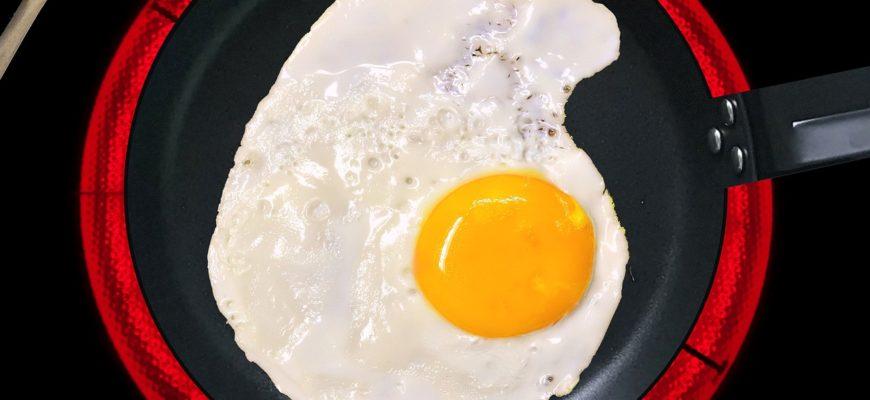 Fried Egg Egg Yolk Frying Pan  - Joenomias / Pixabay